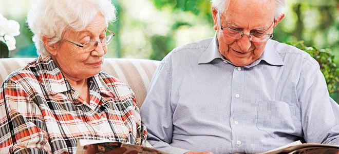 Какие льготы пенсионерам с трудовым стажем (50, 45, 40 и  35 лет): размер надбавки