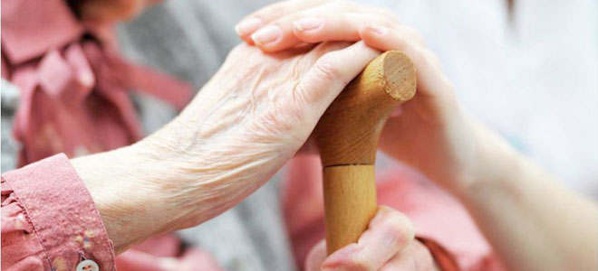 Кому полагается компенсация уход за пенсионерами после 80 лет